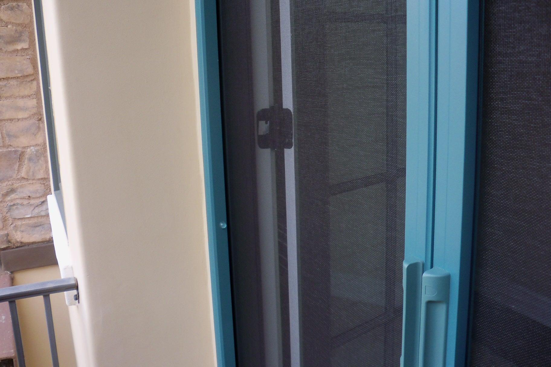 Retractable screen doors licensed contractor custom screens for Hideaway retractable screens